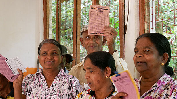 Faire Preise an unsere Teepartner: Wir zahlen faire Preise an unsere Tee-Handelspartner - meist über die Standards von Fairtrade International hinaus. Foto: GEPA - The Fair Trade Company/A. Welsing