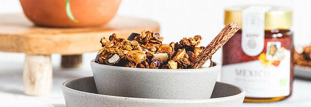 Schoko-Honig-Vanille-Granola mit Paranüssen, Foto: