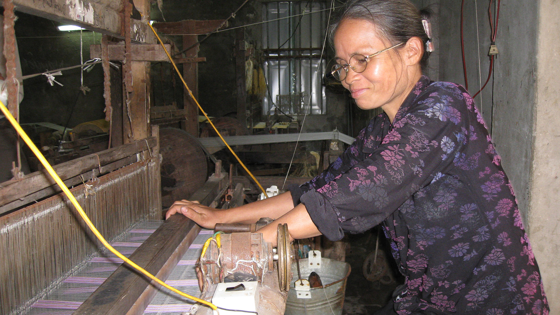 Frauen- und Gendergerechtigkeit sind unseren Partnern wichtig. So sind bei EMA 70 Prozent der leitenden Positionen mit Frauen besetzt. Craft Link bietet unter anderem Gender-Training an. Von allen dreien beziehen wir Schals. Rund 60 Prozent der Produzenten bei Wüstensand, unserem marokkanischen Partner für Korbtaschen, sind Frauen.