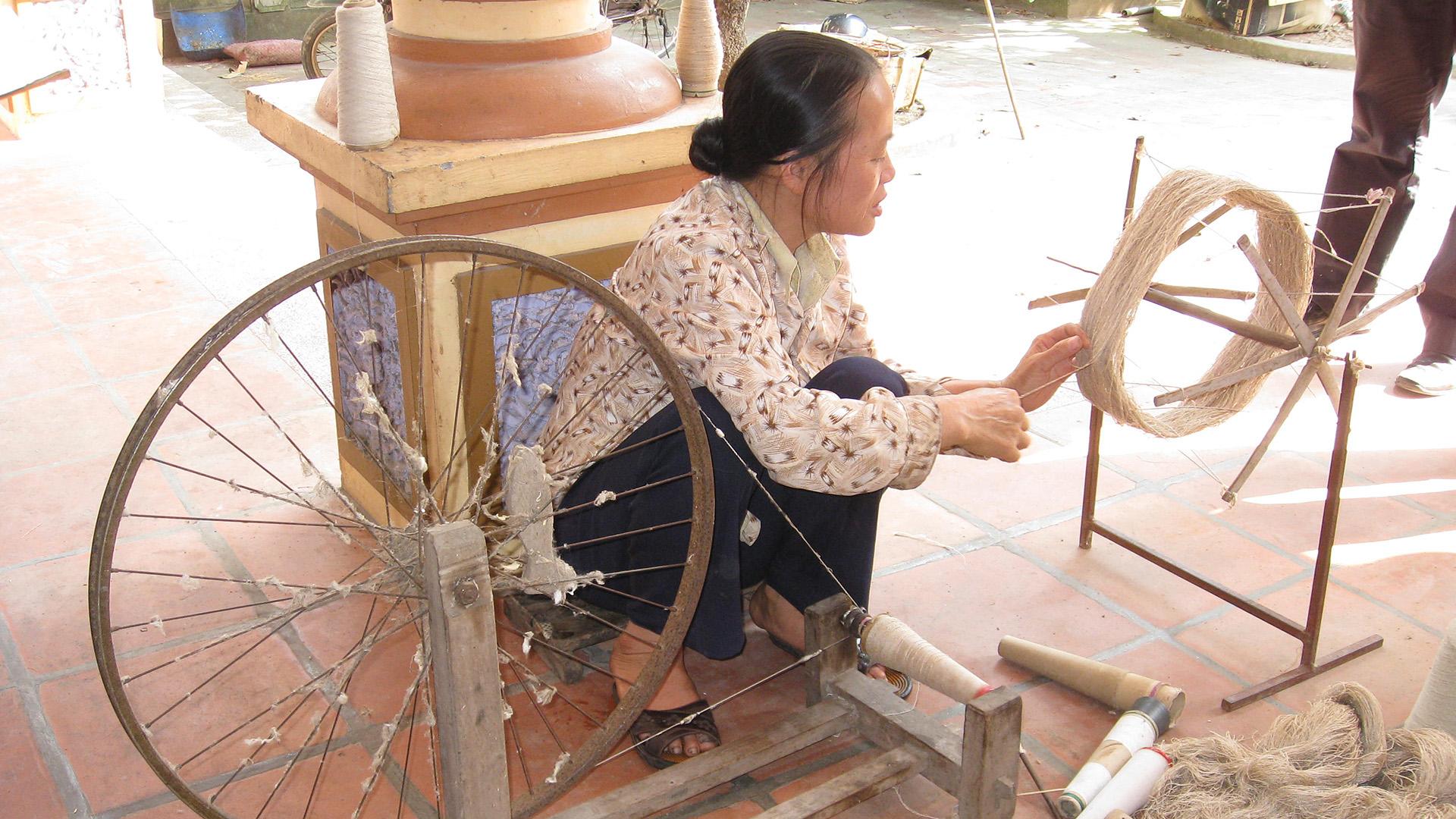 Unter den Handwerkerinnen und Handwerkern, die für Craft Link in Vietnam arbeiten, sind Mitglieder ethnischer Minderheiten. Außerdem arbeiten hier Menschen mit Behinderungen.