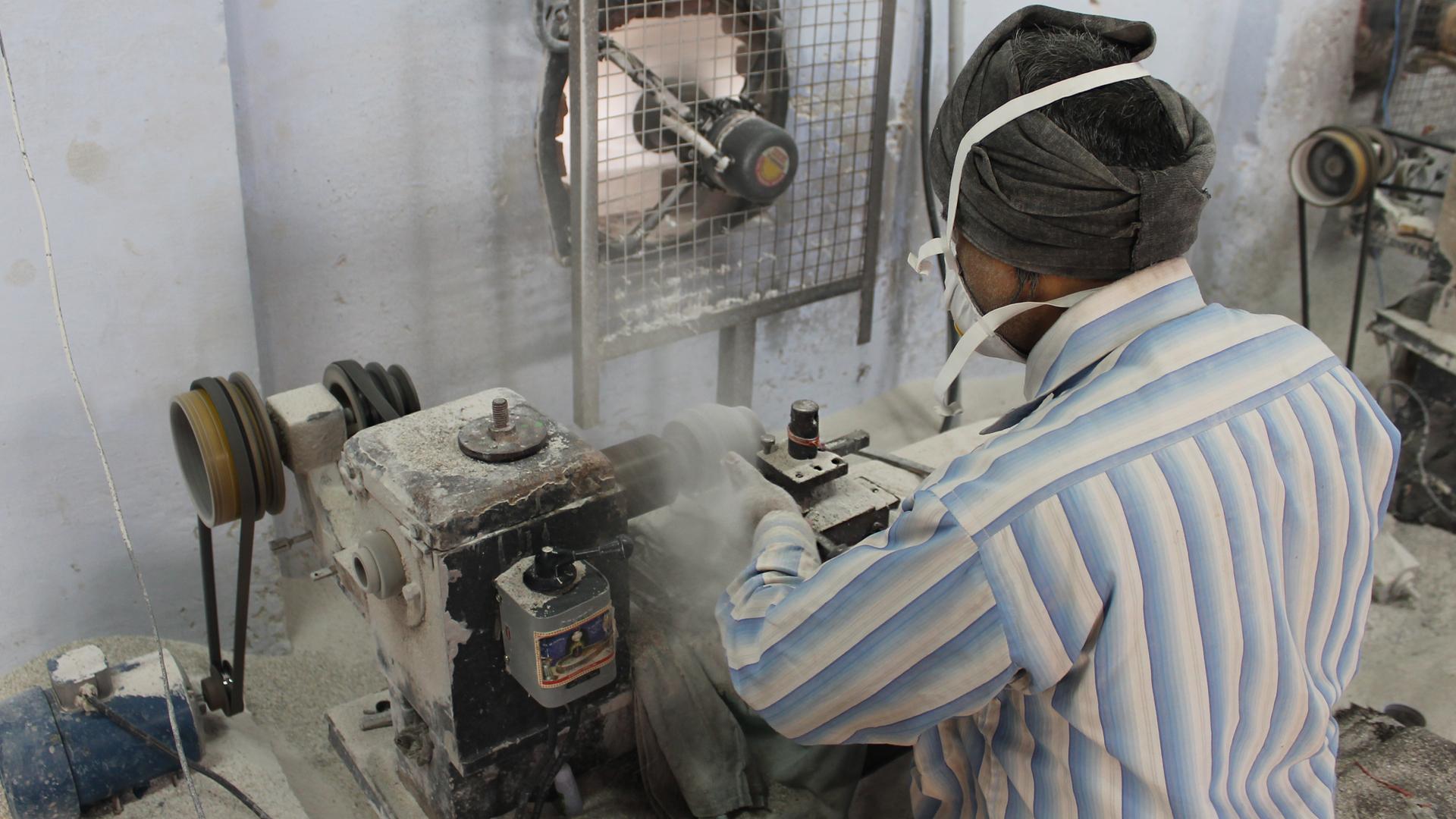 Faire Preise: Wir bezahlen fair – bei Handwerksprodukten übernehmen wir als Grundlage für den fairen Preis die Kalkulation unseres Handelspartners.