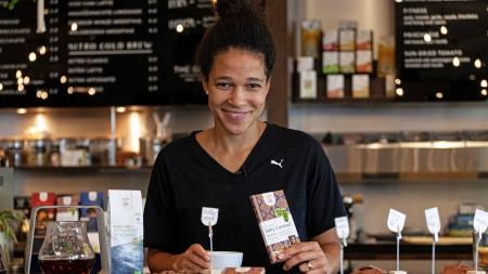 Fairer Bio-Tee und -Schokolade schaffen Chancen in der globalen Wertschöpfungskette