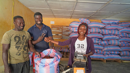Internationaler Frauentag / GEPA: Für starke Frauen im Fairen Handel mit Kakao